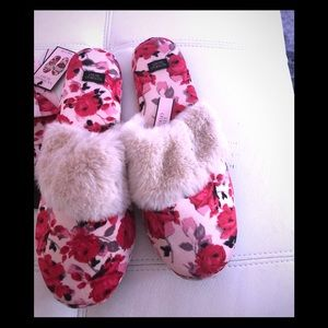 Victoria secret slippers with matching slipper bag